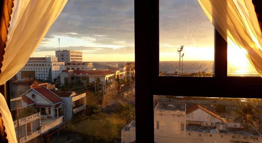 View đón bình minh cực đẹp ngay trong phòng ngủ khách sạn Aries Tuy Hòa