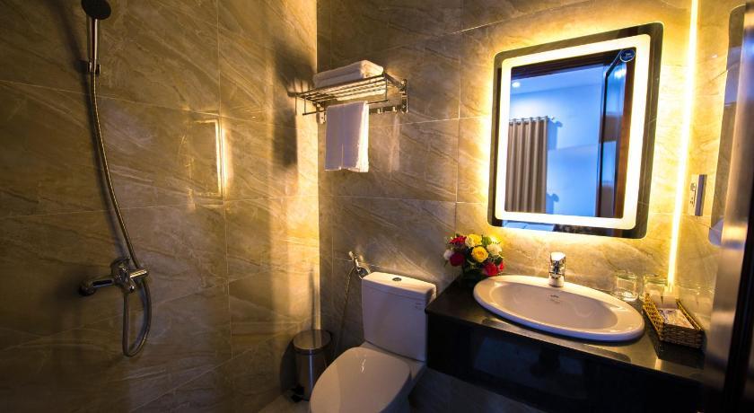 Nhà vệ sinh Khách sạn Đắc Tín Tuy Hòa