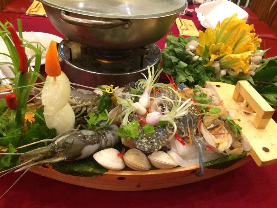 Lẩu hải sản tại Nhà Hàng Hải Sản Canary