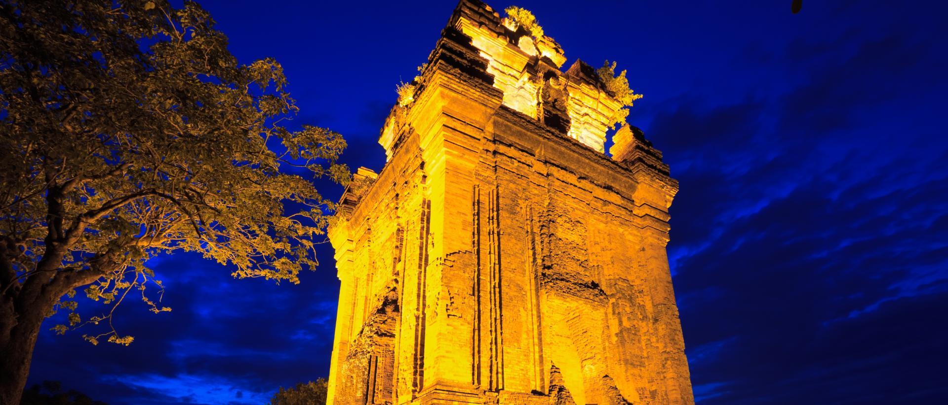 Ngoài việc tìm kiếm các khách sạn Tuy Hòa giá rẻ, du khách đừng quên tham quan khám phá các địa danh nổi tiếng