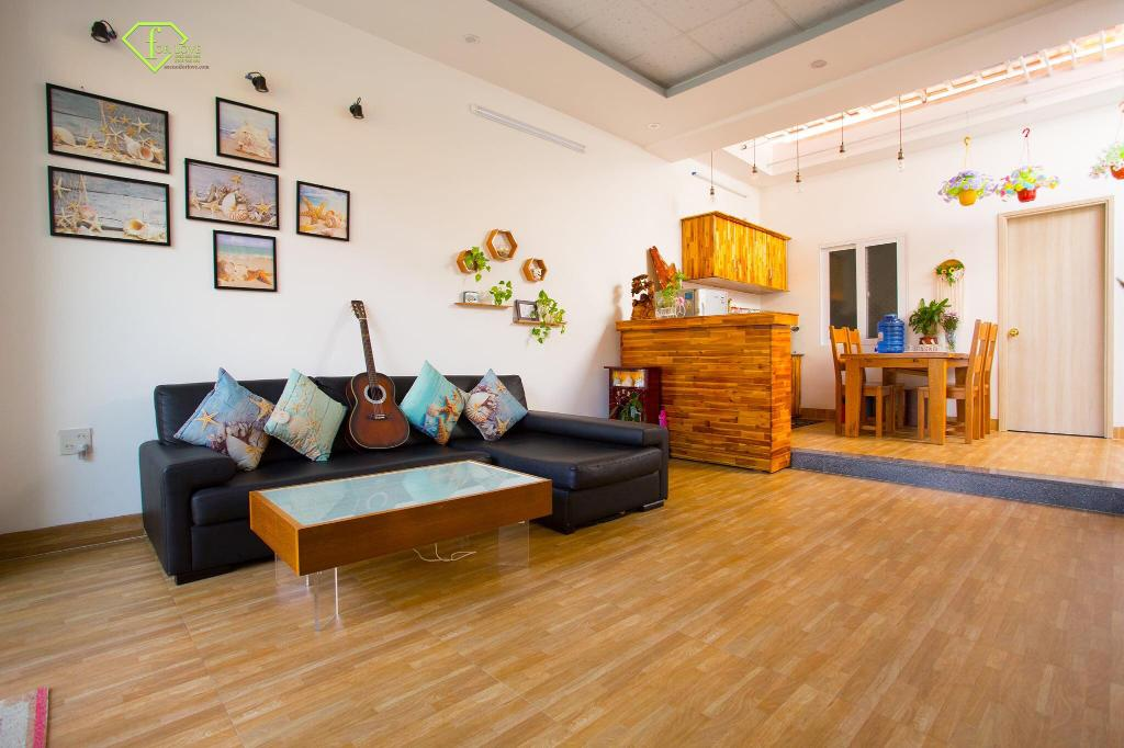 Phòng khách trang nhã tại COAST Homestay