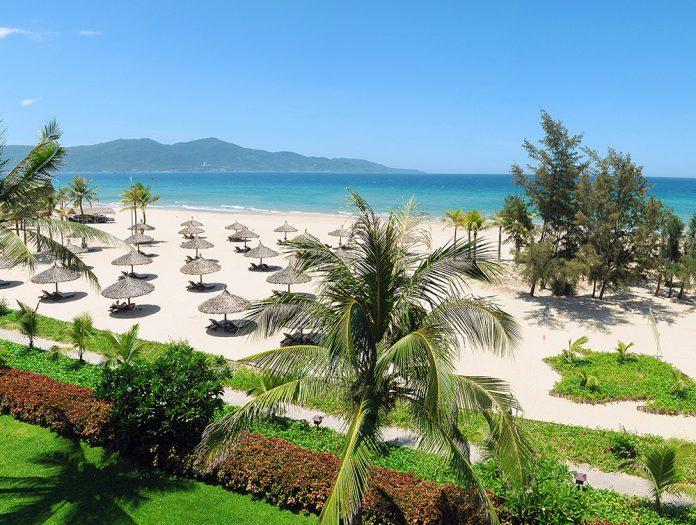 View ngắm cảnh biển xanh ngát cát vàng