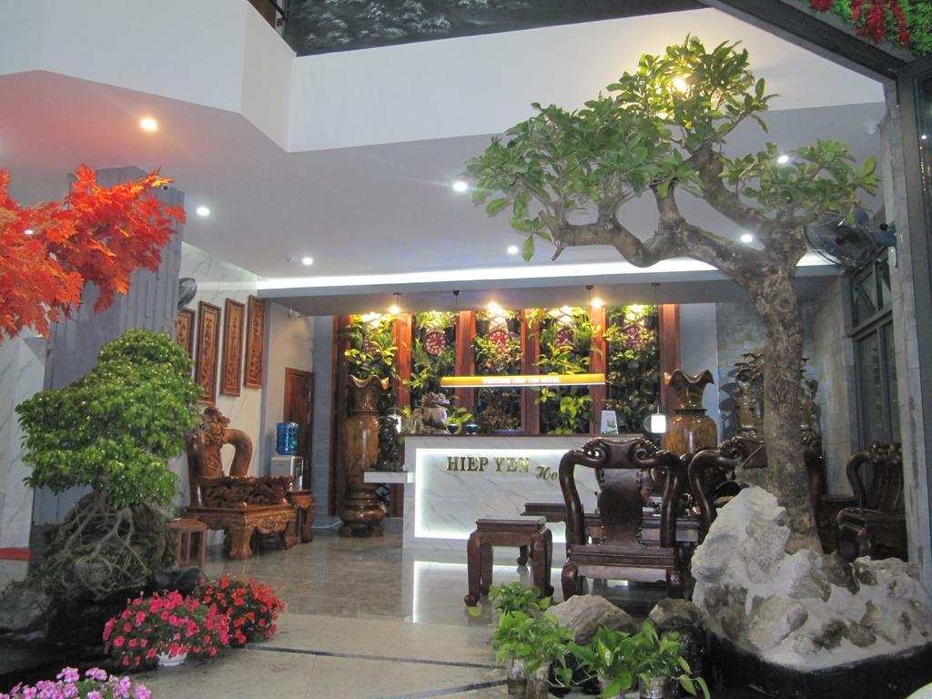 Nội thất gỗ sang trọng tại Hiệp Yến, khách sạn giá rẻ Phú Yên