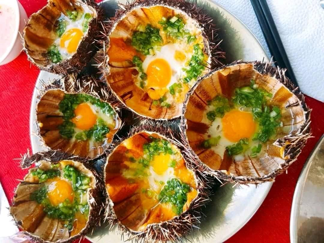 Món nhum nướng tại Nhà hàng Năm Ánh Phú Yên