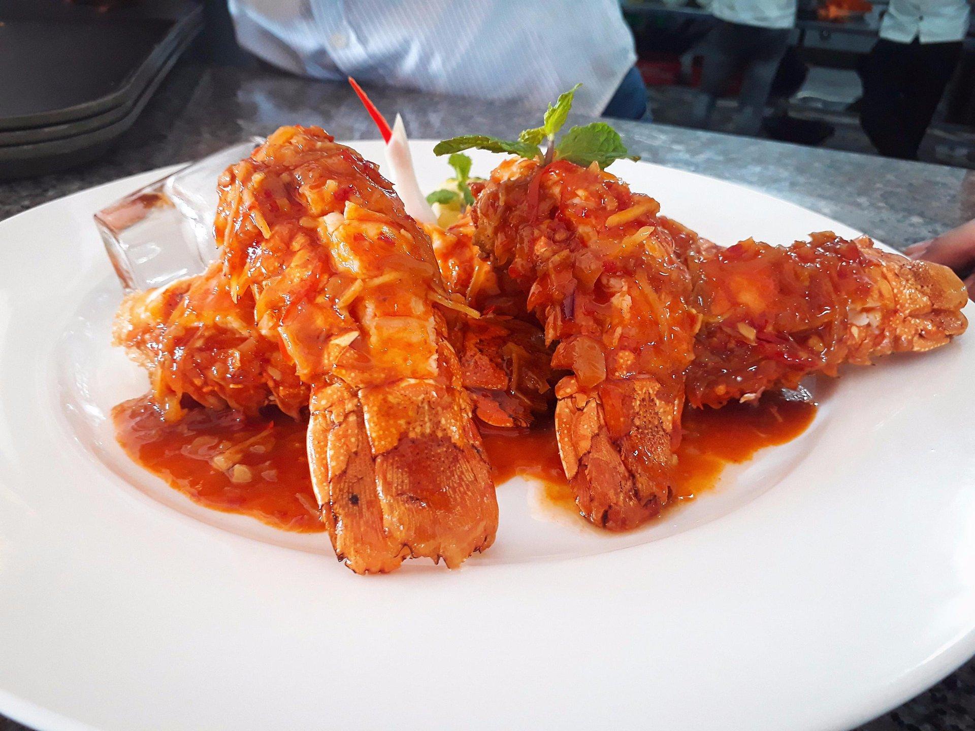 Món tôm sốt đặc biệt của nhà hàng Làng Chài Phù Đổng