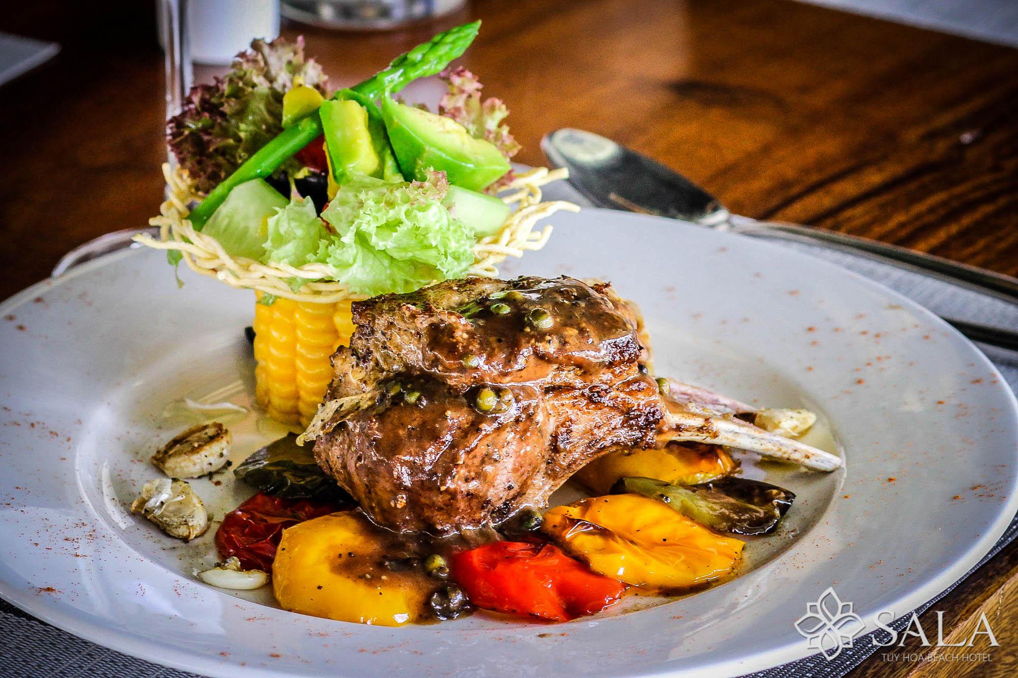 Món ăn tây tại Nhà hàng Sala Tuy Hòa