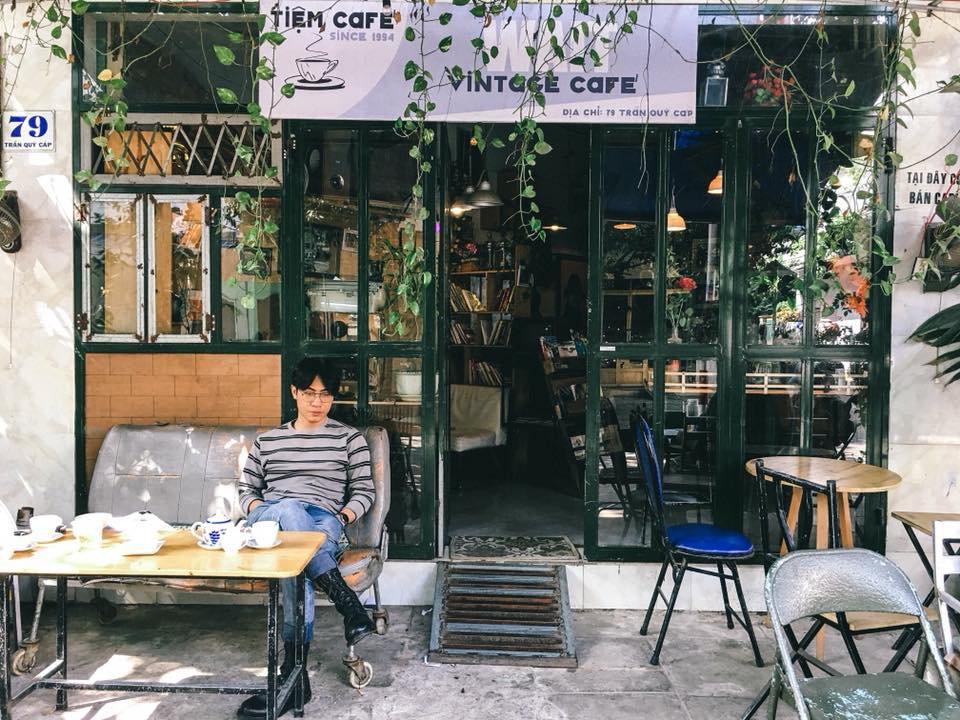 Phong cách vintage ấn tượng là một trong những điều làm nên một quán cafe Phú Yên đẹp