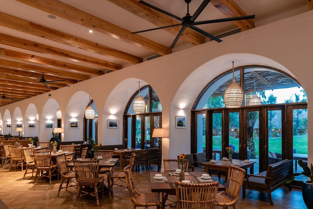 Không gian tại nhà hàng Aroma Phú Yên được bố trí theo phong cách địa trung hải