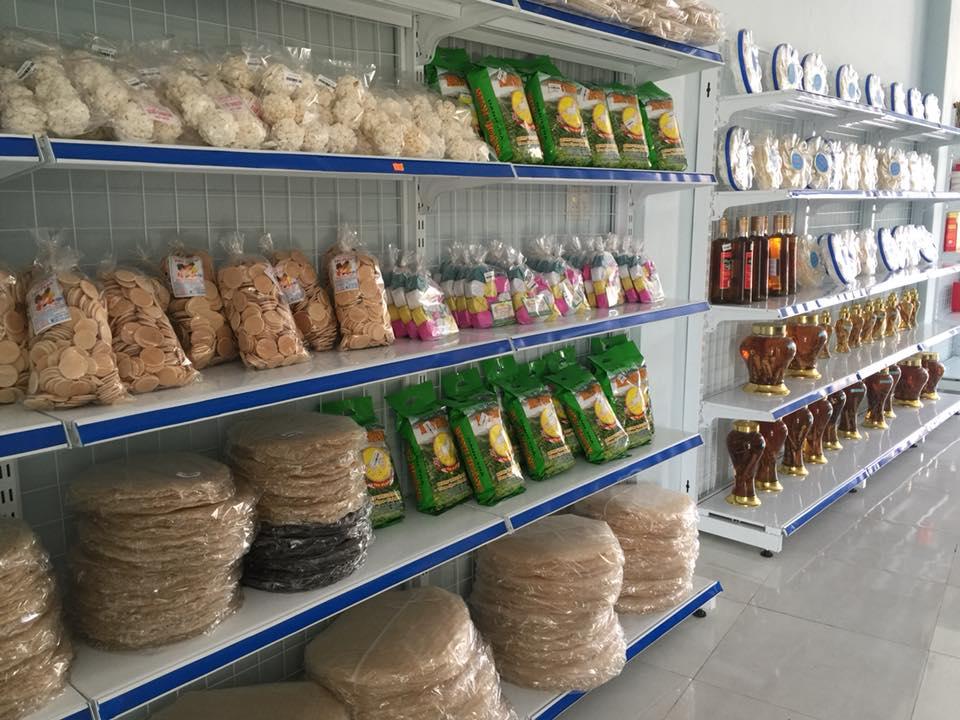 Quầy trưng bày sản vật tại siêu thị đặc sản Hòa Yên Phú Yên