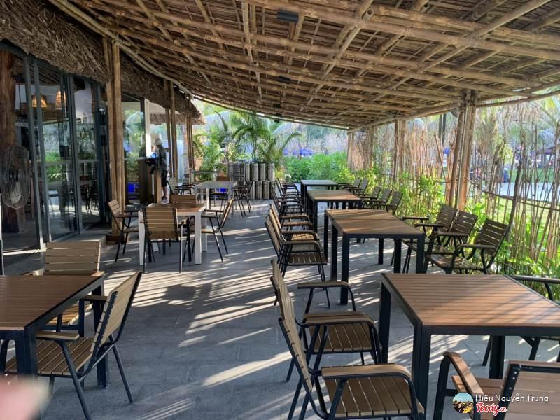 Không gian xanh ngát nắng ấm tại nhà hàng Sala Phú Yên