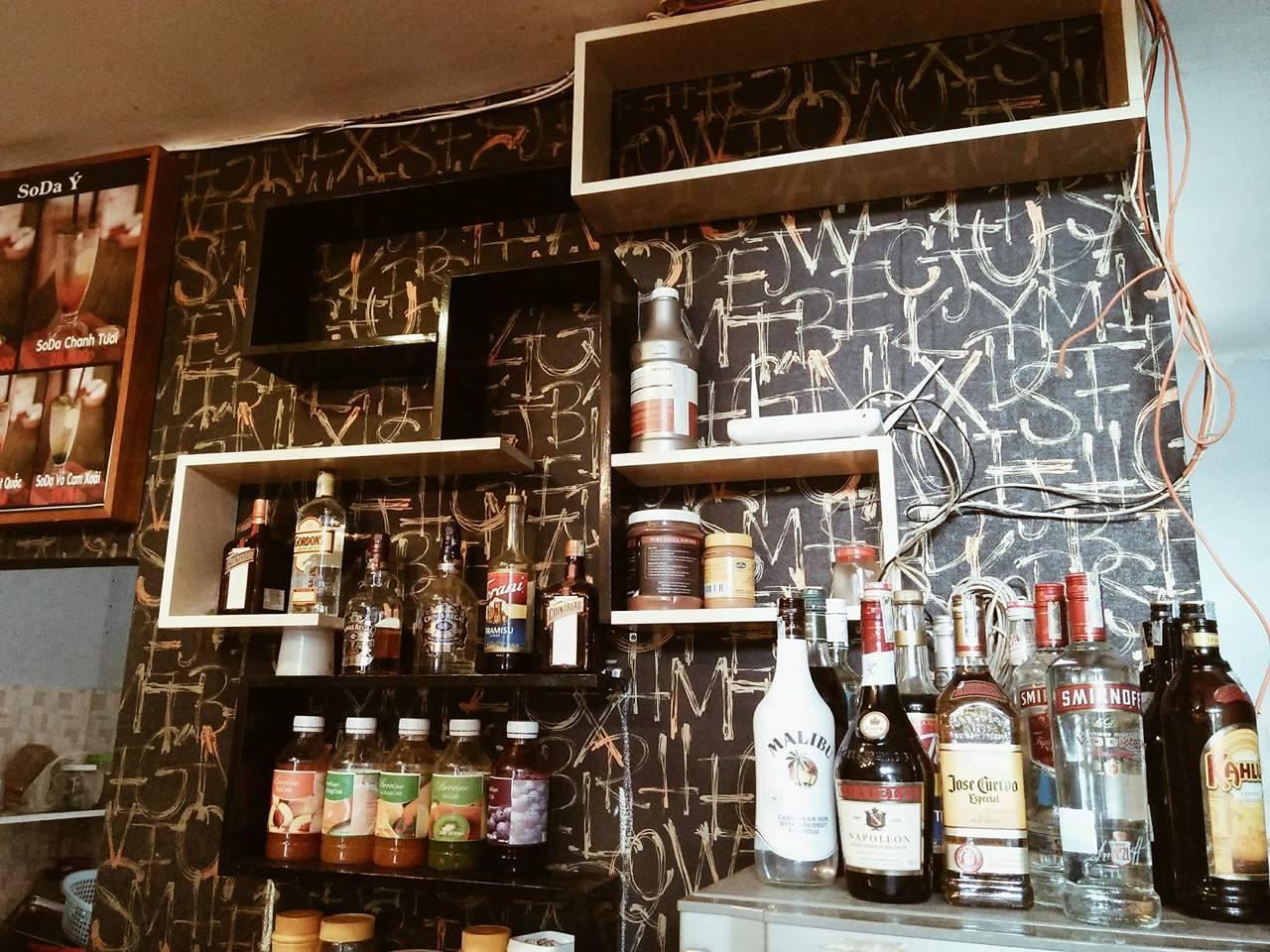 Quầy đồ uống đa dạng tại một trong những quán pub ở Tuy Hòa nổi bậc nhất