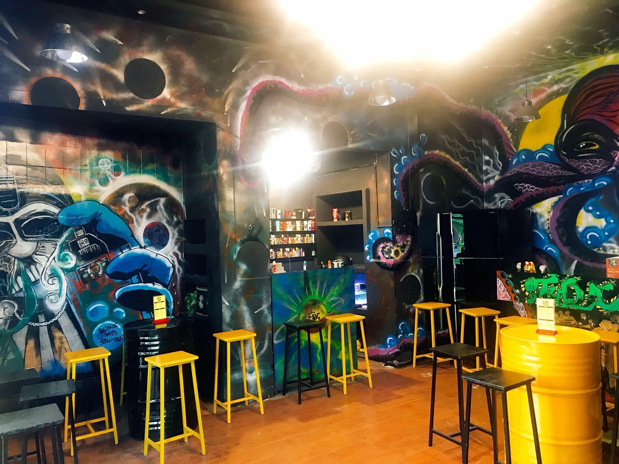 Là quán pub tại Tuy Hòa được trang trí bởi các bức grafiti đường phố